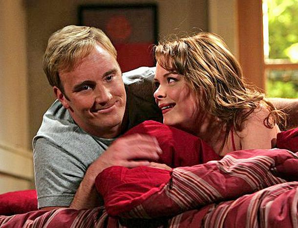 "** FILE ** Jay Mohr, here with Jaime King, played Gary on CBS' comedy ""Gary Unmarried,"" 2008. (Associated Press)"