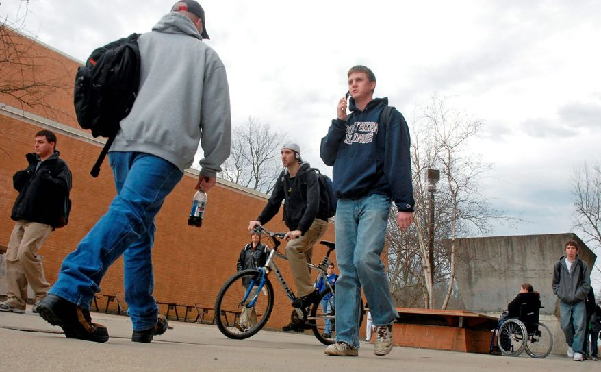 **FILE** Students at Southern Illinois University at Carbondale, Ill., walk between buildings on campus. (Associated Press)