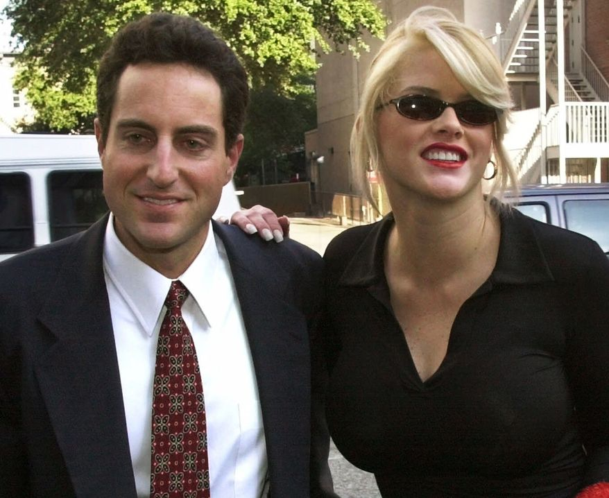 **FILE** In this photo from Oct. 2, 2000, Anna Nicole Smith (right) smiles as she walks to the courthouse with her attorney Howard K. Stern in Houston.