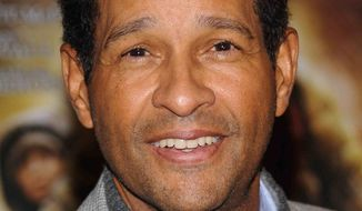 "** FILE ** This Nov. 16, 2009, file photo shows Bryant Gumbel attending the premiere of ""The Road"" in New York. Gumbel says he's recovering from lung cancer surgery and treatment. (AP Photo/Evan Agostini,File)"