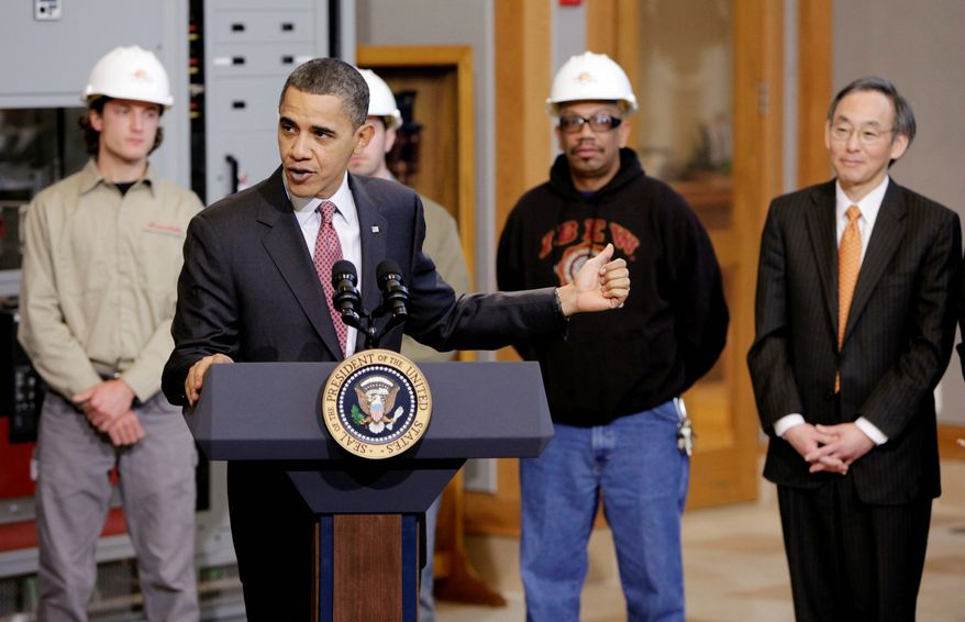 ** FILE ** President Obama points out Energy Secretary Steven Chu as he delivers remarks on energy jobs during a visit to the International Brotherhood of Electrical Workers Local 26 headquarters in Lanham, Md.