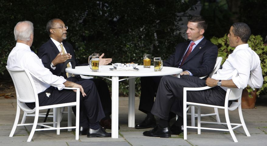 "In this July 30, 2009, file photo, President Obama, right, and Vice President Joseph R. Biden Jr., left, have a beer with Harvard scholar Henry Louis Gates Jr., second from left, and Cambridge, Mass., police Sgt. James Crowley in the Rose Garden of the White House in Washington. A review of the case released Wednesday, June 30, 2010, said both Mr. Gates and Sgt. Crowley missed opportunities to ""ratchet down"" the situation and end things more calmly during a confrontation when Gates was arrested outside his Cambridge home in July 2009. (AP Photo/Alex Brandon, File)"