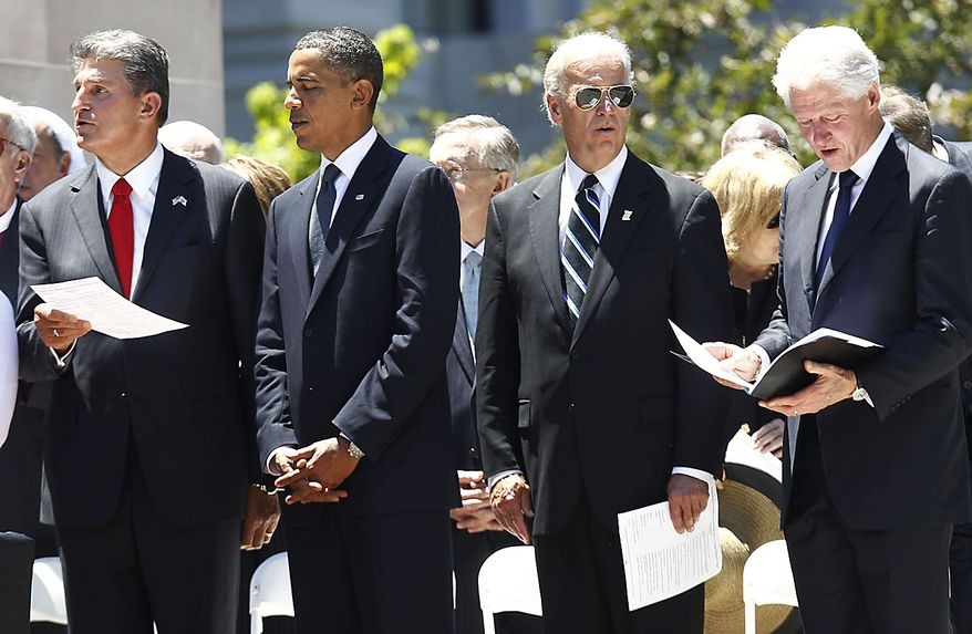"From left, West Virginia Gov. Joe Manchin, President Barack Obama, Vice President Joe Biden, and former President Bill Clinton, sing ""Take Me Home, Country Roads"" by John Denver, at the end of a memorial service for Sen. Robert Byrd, Friday, July 2, 2010, at the Capitol in Charleston, W.Va. (AP Photo/Charles Dharapak)"