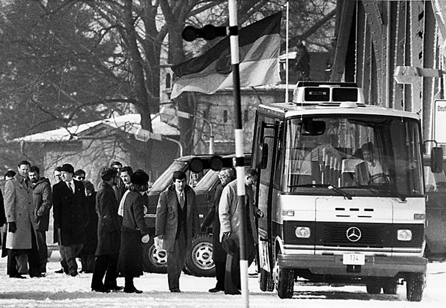In this Feb. 11, 1986 file photo, unidentified people accused of spying for the West board a bus at the Glienicke bridge, after they were freed in an exchange of spies and prisoners between the East and West at the checkpoint between West Berlin and East Germany. Soviet Jewish dissident Anatoly B. Shcharansky was the first prisoner exchanged. (AP Photo/Heribert Proepper, File)