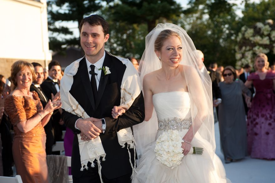 In this photo provided by Genevieve de Manio Photography, Chelsea Clinton and Marc Mezvinsky are seen during their wedding, Saturday, July 31, 2010 in Rhinebeck, N.Y. Chelsea Clinton wed her longtime boyfriend under extraordinary security at an elegant Hudson River estate late Saturday. (AP Photo/Genevieve de Manio )