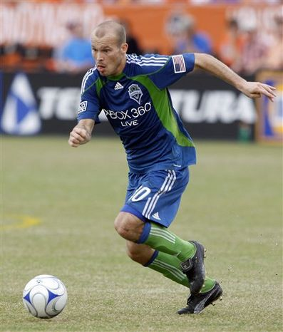 FILE - In this Nov. 8, 2009, file photo, Seattle Sounder's  Freddie Ljungberg, of Sweden, brings the ball up field during the second half of an MLS soccer match against the Houston Dynamo in Houston. The Seattle Sounders FC traded designated player and two-time MLS All-Star Freddie Ljungberg to the Chicago Fire on Friday, July 30, 2010, for a conditional pick in either the 2011 or 2012 SuperDraft. (AP Photo/Bob Levey, File)