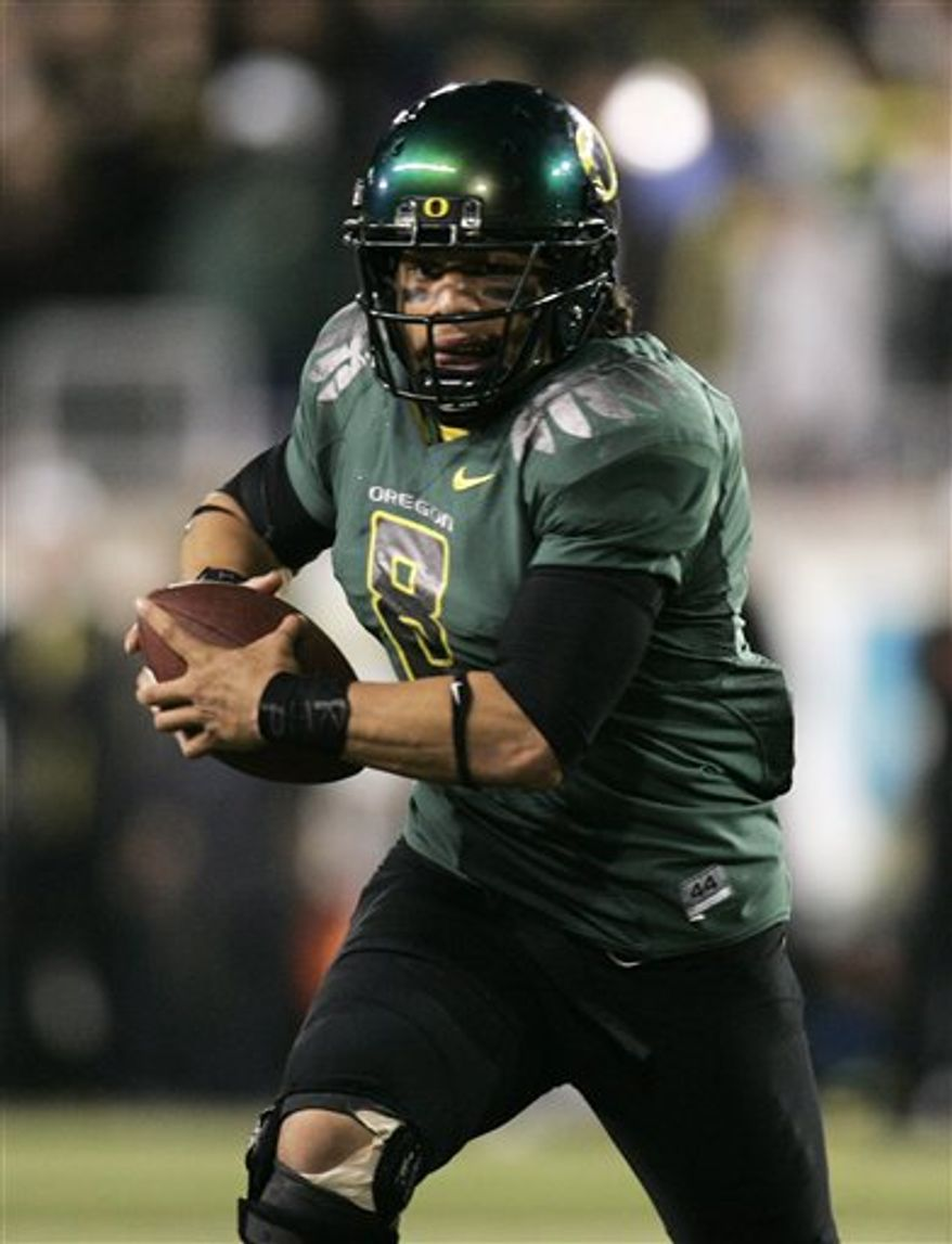 FILE - In this Oct. 31, 2009, file photo, Oregon quarterback Jeremiah Masoli rushes for yardage during the second half of their NCAA college football game against Southern California in Eugene, Ore. Chasing the defending champion Tide in the Western Division will be two teams led by transfer quarterbacks, Arkansas and Ryan Mallett and Mississippi and newcomer Masoli. (AP Photo/Don Ryan, File)