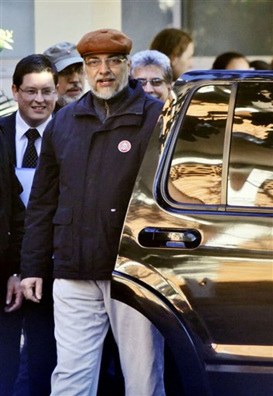 Paraguay's President Fernando Lugo, front, leaves a hospital after a surgery in one of his legs in Asuncion, Paraguay, Wednesday, Aug. 4, 2010. (AP Photo/Jorge Saenz)