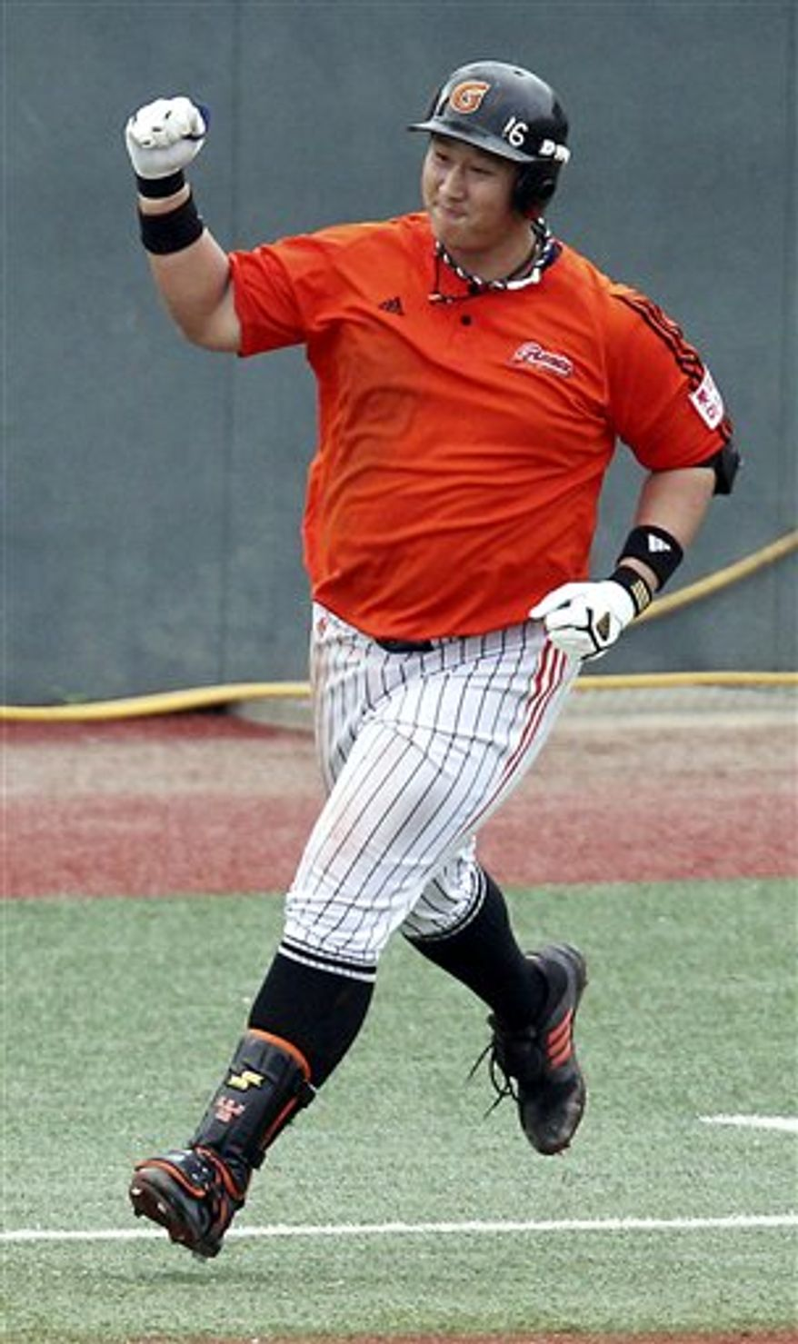 South Korean slugger Lotte Giants' Lee Dae-ho hits a three-run home run as a world record with 9 consecutive-game home runs in the second inning of a professional baseball game against the Kia Tigers in Gwangju, south of Seoul, South Korea, Saturday, Aug. 14, 2010.  (AP Photo/ Yonhap, Hyung Min-woo)