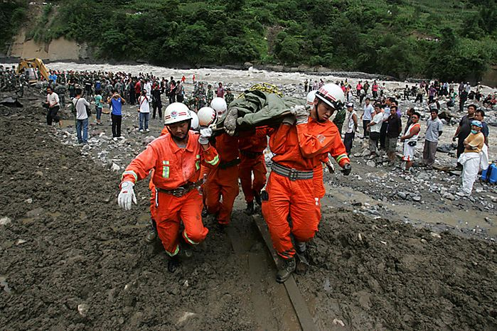 Rescuers move a victim's body after a landslide in Gongshan county, in southwest China's Yunnan province, Thursday, Aug. 19, 2010. Rescuers dug through the debris of China's latest landslide Thursday in a search for at least 90 people thought buried when a wall of mud crashed into their mountain town in southwestern China. (AP Photo)