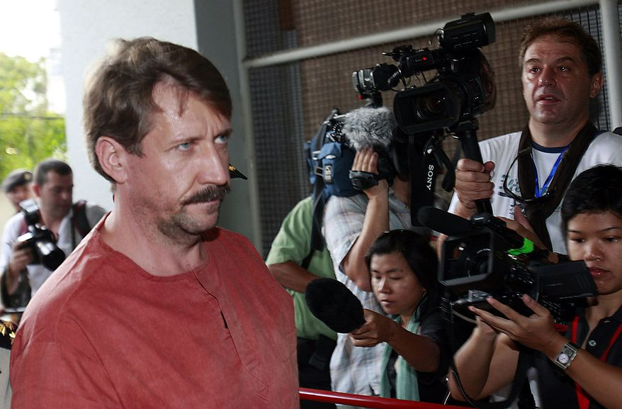 Viktor Bout, a suspected Russian arms dealer, left, walks past newsmen as he arrives at the criminal court in Bangkok, Thailand Friday, Aug. 20, 2010. An appeals court in Thailand ordered Mr. Bout's extradition to the United States. (AP Photo/Apichart Weerawong)