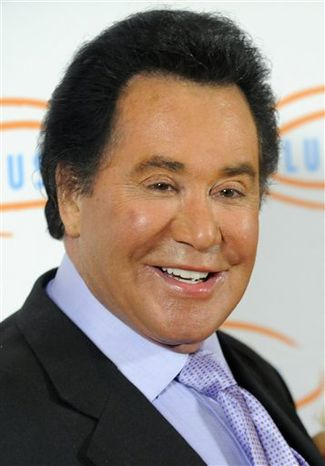 ** FILE ** In this May 6, 2010, file photo, Wayne Newton arrives at the 10th Annual Lupus LA Orange Ball in Beverly Hills, Calif. (AP Photo/Chris Pizzello, f