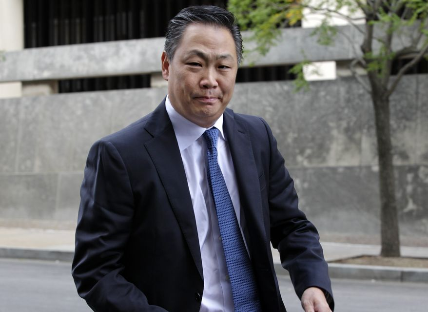 Steven Kim arrives at the U.S. District Court in Washington to meet with federal officials about alleged leaks of classified information by Kim, Friday afternoon, Aug. 27, 2010. The Obama administration accused Kim an analyst who worked at the State Department, of leaking top secret information about North Korea to a reporter. (AP Photo/J. Scott Applewhite)
