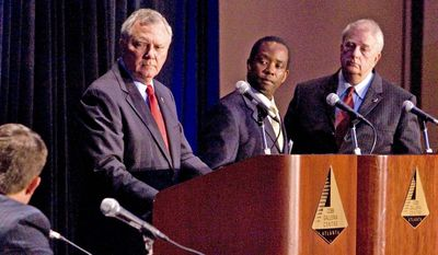 **CORRECTS DAY** Georgia gubernatorial candidates Republican Nathan Deal, second from left, Libertarian John Monds, and Democrat Roy Barnes, right, face a moderator during a forum held at the Cobb Energy Center, Saturday, Aug 28, 2010 in Atlanta. (AP Photo/John Amis)