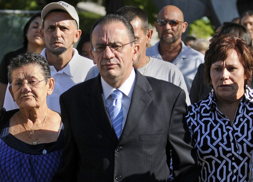 Former Hartford, Conn., Mayor Eddie Perez arrives at Hartford Superior Court on Tuesday, Sept. 14, 2010, flanked by his mother, Felicita (left), and his wife, Maria (right), for sentencing in his political corruption case. (AP Photo/Hartford Courant, Stephen Dunn)