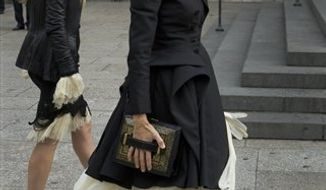 U.S. actress Sarah Jessica Parker, arrives at St Paul's Cathedral in London, Monday, Sept. 20, 2010, for a private memorial service for British fashion designer Alexander McQueen who died early this year. (AP Photo/Sang Tan)
