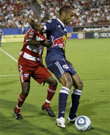 New York Red Bulls forward Thierry Henry, center, attempts to control the ball in front of FC Dallas' Dax McCarty, left, and Jair Benitez, right, in the first half of an MLS soccer match Thursday, Sept. 16, 2010, in Frisco, Texas. (AP Photo/Tony Gutierrez)