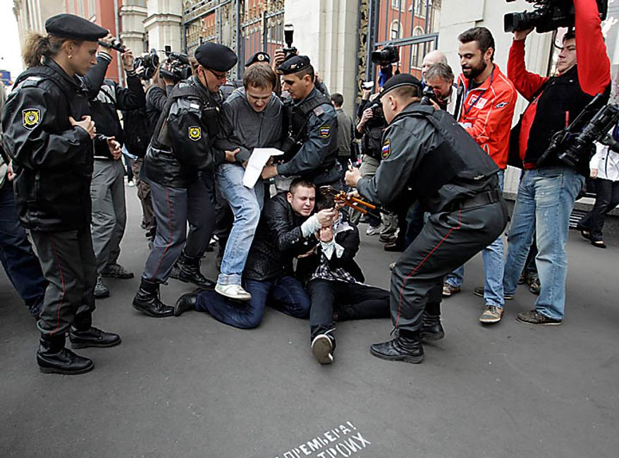 Police officers detain gay rights activists during a rally near city hall in Moscow, Tuesday, Sept. 21, 2010. Moscow police has dispersed a gay rally and detained activists protesting homophobic policies of Moscow authorities. (AP Photo / Sergey Ponomarev)