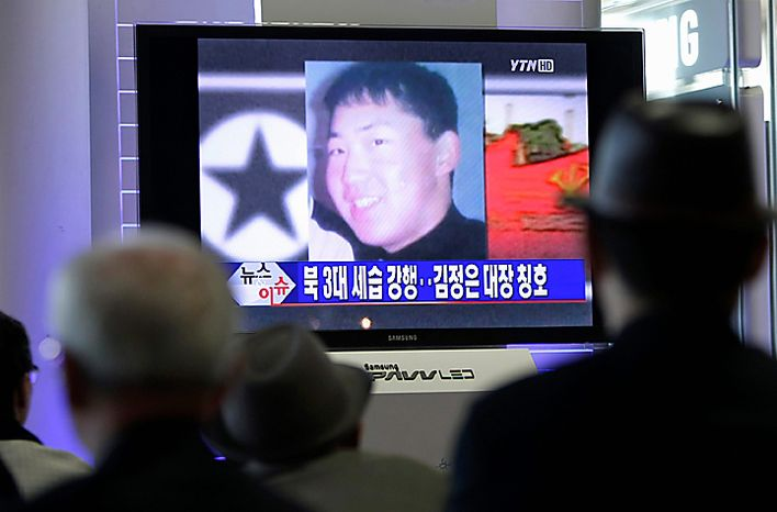 """South Koreans watch a TV news program at the Seoul Railway Station in Seoul, South Korea, Tuesday, Sept. 28, 2010. North Korea's absolute leader Kim appointed his youngest son as an army general, giving the son his first known official title in an apparent sign that he is being groomed as the country's next leader. South Korean media said Kim's youngest son Kim Jong Un is shown in a portrait on the screen. The headline read """"Kim Jong Un to the rank of general."""" (AP Photo/Ahn Young-joon)"""