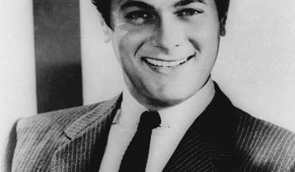 ** FILE ** Tony Curtis poses in this April 1959 file photo. Curtis died Wednesday, Sept. 29, 2010, at his Las Vegas area home of a cardiac arrest at 85, according to the Clark County, Nev. coroner. (AP Photo, File)