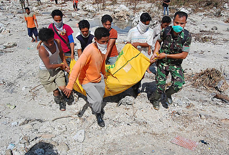 Rescuers and villagers carry the body of a tsunami victim on Pagai island, in Mentawai Islands, Indonesia, Thursday, Oct. 28, 2010. (AP Photo)