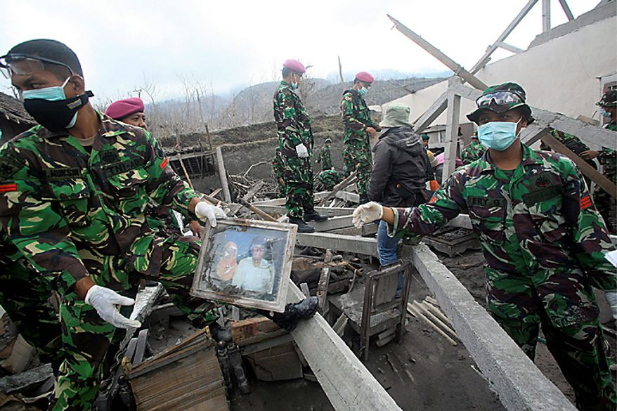 Indonesian soldiers search for victims of Mount Merapi eruption in Kinahrejo village, Yogyakarta, Indonesia, Thursday, Oct. 28, 2010. (AP Photo/Binsar Bakkara)