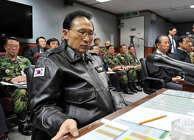 South Korean President Lee Myung-bak has a briefing at the Joint Chiefs of Staff in Seoul as the military was put on top alert after North Korea's artillery attack on a South Korean island of Yeonpyeong Tuesday, Nov. 23, 2010. (AP Photo/Yonhap)