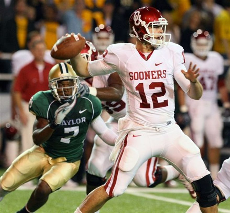 Oklahoma's DeMarco Murray (7) scores on a touchdown-run as Baylor defenders Mikail Baker (5) and Tyler Stephenson (27) give chase in the first half of an NCAA college football game, Saturday Nov. 20, 2010, in Waco, Texas. (AP Photo/Rod Aydelotte)