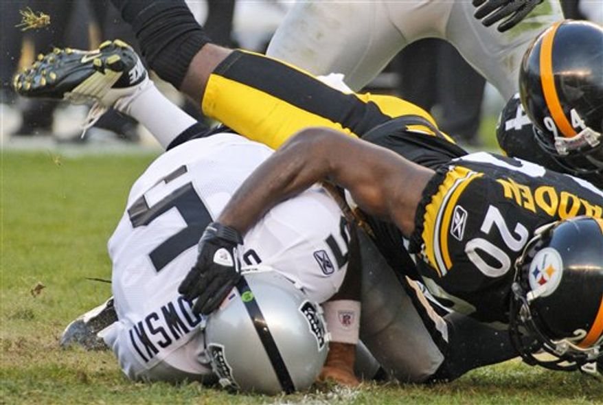 Pittsburgh Steelers head coach Mike Tomlin, right, talks with quarterback Ben Roethlisberger in the third quarter of an NFL football game against the Oakland Raiders, Sunday, Nov. 21, 2010, in Pittsburgh. The Steelers won 35-3. (AP Photo/Keith Srakocic)