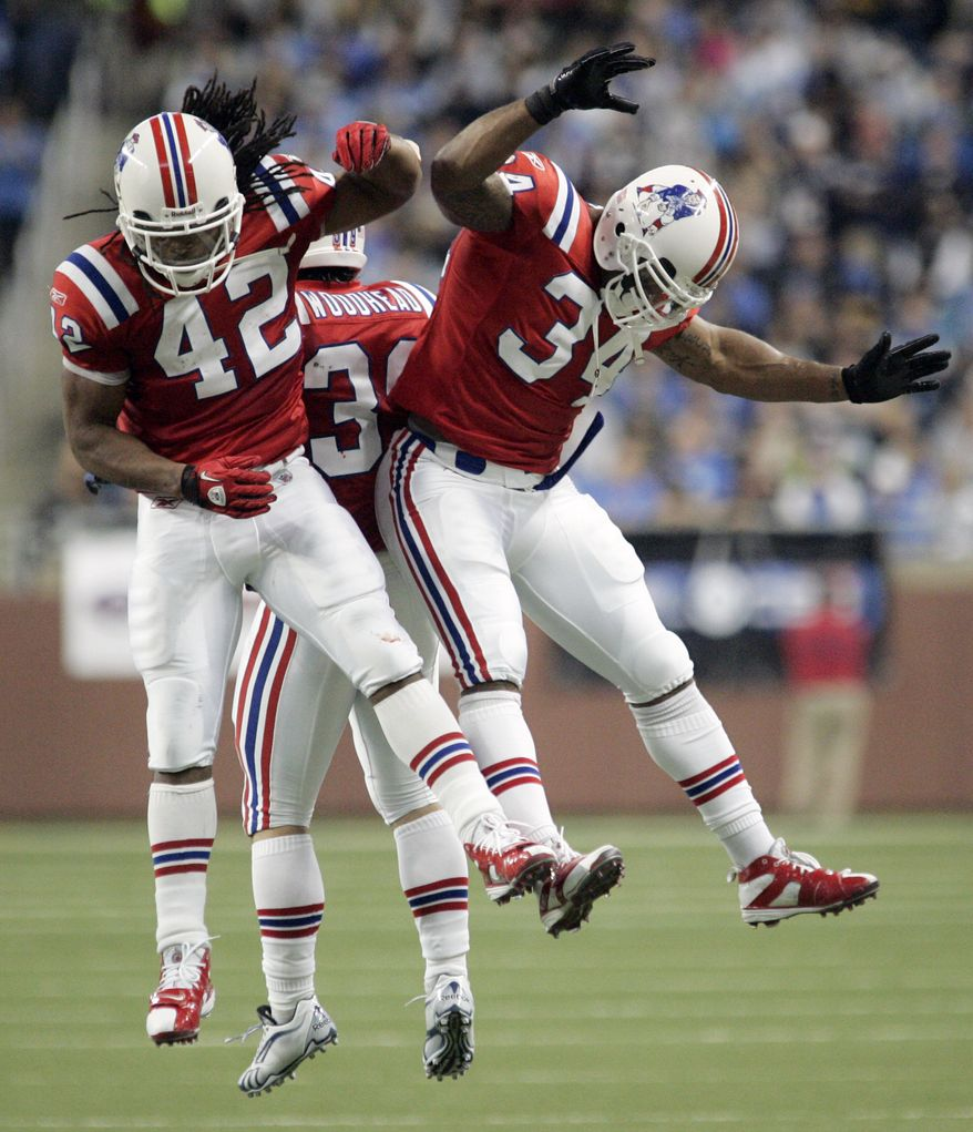 ASSOCIATED PRESS New England Patriots running back BenJarvus Green-Ellis (42) celebrates his 15-yard touchdown run with Sammy Morris (34) in the second quarter of an NFL football game Thursday, Nov. 25, 2010 in Detroit.