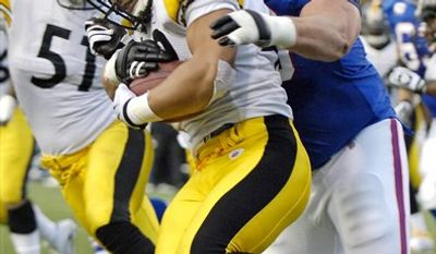 Pittsburgh Steelers' Ben Roethlisberger (7) runs under pressure from Buffalo Bills' Chris Kelsay (90) during the first half of an NFL football game in Orchard Park, N.Y., Sunday, Nov. 28, 2010. (AP Photo/David Duprey)
