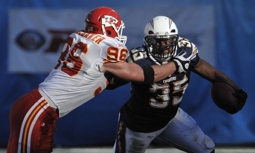 San Diego Chargers fullback Mike Tolbert (right) runs around Kansas City Chiefs linebacker Andy Studebaker during the second half of the Chargers' 31-0 win at home Sunday. (Associated Press)