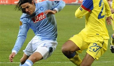 Napoli  Uruguayan striker Edinson Cavani, left, fights  for the ball with Steaua's Geraldo Alves, of Portugal, during an Europa League, Group K, soccer match between Napoli and Steaua at Naples' San Paolo stadium, southern Italy, Dec. 15, 2010.  (AP Photo/Salvatore Laporta)