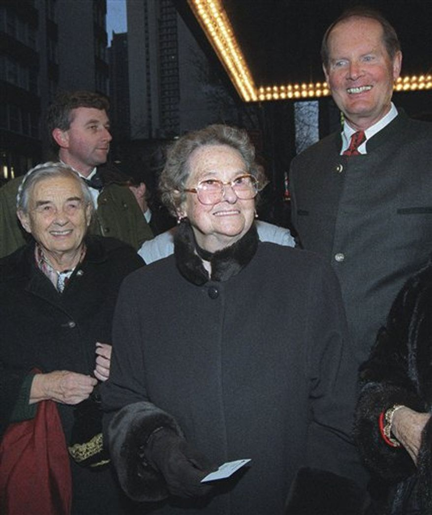 """FILE - In this March, 12, 1998 file photo, Agathe von Trapp, center, arrives with her sister, Maria, left, and brother, Johannes, right, at the Martin Beck Theatre to see the reopening of the Broadway musical """"The Sound of Music"""" in New York. Agathe von Trapp died Tuesday, Dec. 28, 2010 in Townson, Md. She was 97. (AP Photo/Lynsey Addario, File)"""