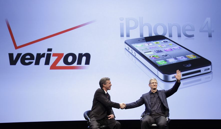 Dan Mead, left, CEO of Verizon Wireless, and Tim Cook, COO of Apple, announce that Verizon Wireless will carry Apple's iPhone, Tuesday, Jan. 11, 2011 in New York. (AP Photo/Mark Lennihan)