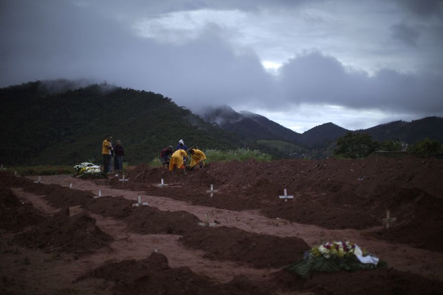 People bury victims of a landslide in Teresopolis, Rio de Janeiro state, Brazil, Thursday Jan. 13, 2011. More than 500 people died in Rio state towns after slides hit early Wednesday, officials said. (AP Photo/Felipe Dana)