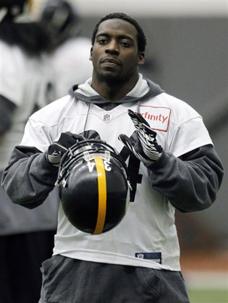 Pittsburgh Steelers head coach Mike Tomlin, top, talks withquarterback Ben Roethlisberger during NFL football practice in Pittsburgh, Friday, Jan. 28, 2011. The Steelers will be facing the Green Bay Packers in Super Bowl XLV on Feb. 6, 2011 in Arlington, Texas. (AP Photo/Keith Srakocic)