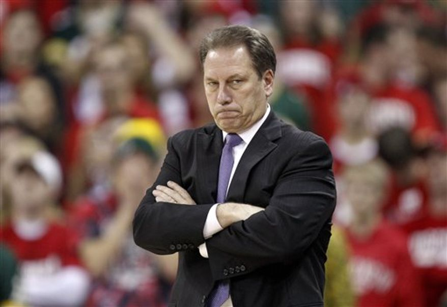 Michigan coach Tom Izzo, right, watches in the final second of their loss to Wisconsin in an NCAA college basketball game Sunday, Feb. 6, 2011, in Madison, Wis. (AP Photo/Andy Manis)