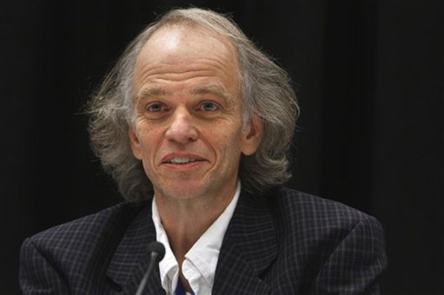 Thomas H. Kunz, of Boston University takes part in a panel discussion on the use of radar to study bats, Friday, Feb. 18, 2011, during the the annual convention of the American Association for the Advancement of Science, in Washington.  (AP Photo/Jacquelyn Martin)