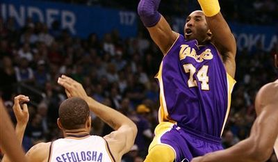 Los Angeles Lakers guard Kobe Bryant shoots over Oklahoma City Thunder guard Thabo Sefolosha, of Switzerland, during the first half of an NBA basketball game Sunday, Feb. 27, 2011, in Oklahoma City, Okla. (AP Photo/James Schammerhorn)