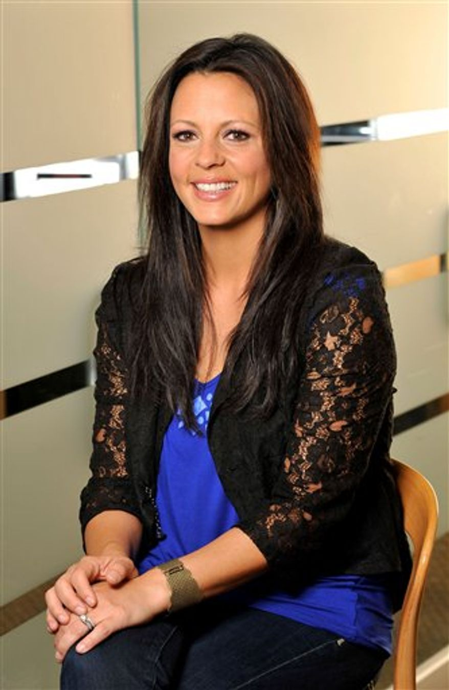 This Feb. 28, 2011 picture shows country music artist Sara Evans in Nashville, Tenn. (AP Photo/Donn Jones)
