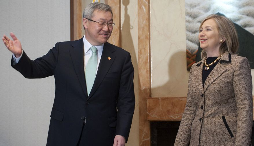 South Korean Foreign Minister Kim Sung-Hwan, left, walks alongside U.S. Secretary of State Hillary Rodham Clinton prior to their meeting at the Foreign Minister's Residence in Seoul on April 16, 2011. (AP Photo/Saul Loeb, Pool)