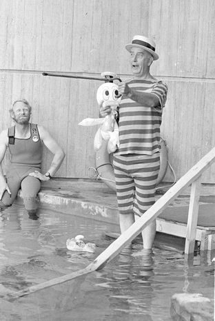 ASSOCIATED PRESS PHOTOGRAPHS  On Sept. 9, 1981, then-Baltimore Mayor William Donald Schaefer, dressed to amuse, enters one of the tanks of the National Aquarium in Baltimore to settle a bet. He is credited with rejuvenating the Inner Harbor.