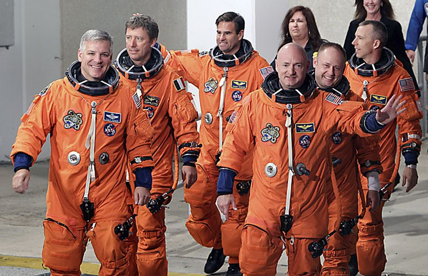 The crew of space shuttle Endeavour, clockwise from left, British born U.S. astronaut, pilot Greg Johnson, European Space Agency astronaut Roberto Vittori, of Italy, Canadian born U.S. astronaut Greg Chamitoff, mission specialist Drew Feustel, mission specialist Mike Fincke and commander Mark Kelly,(...)