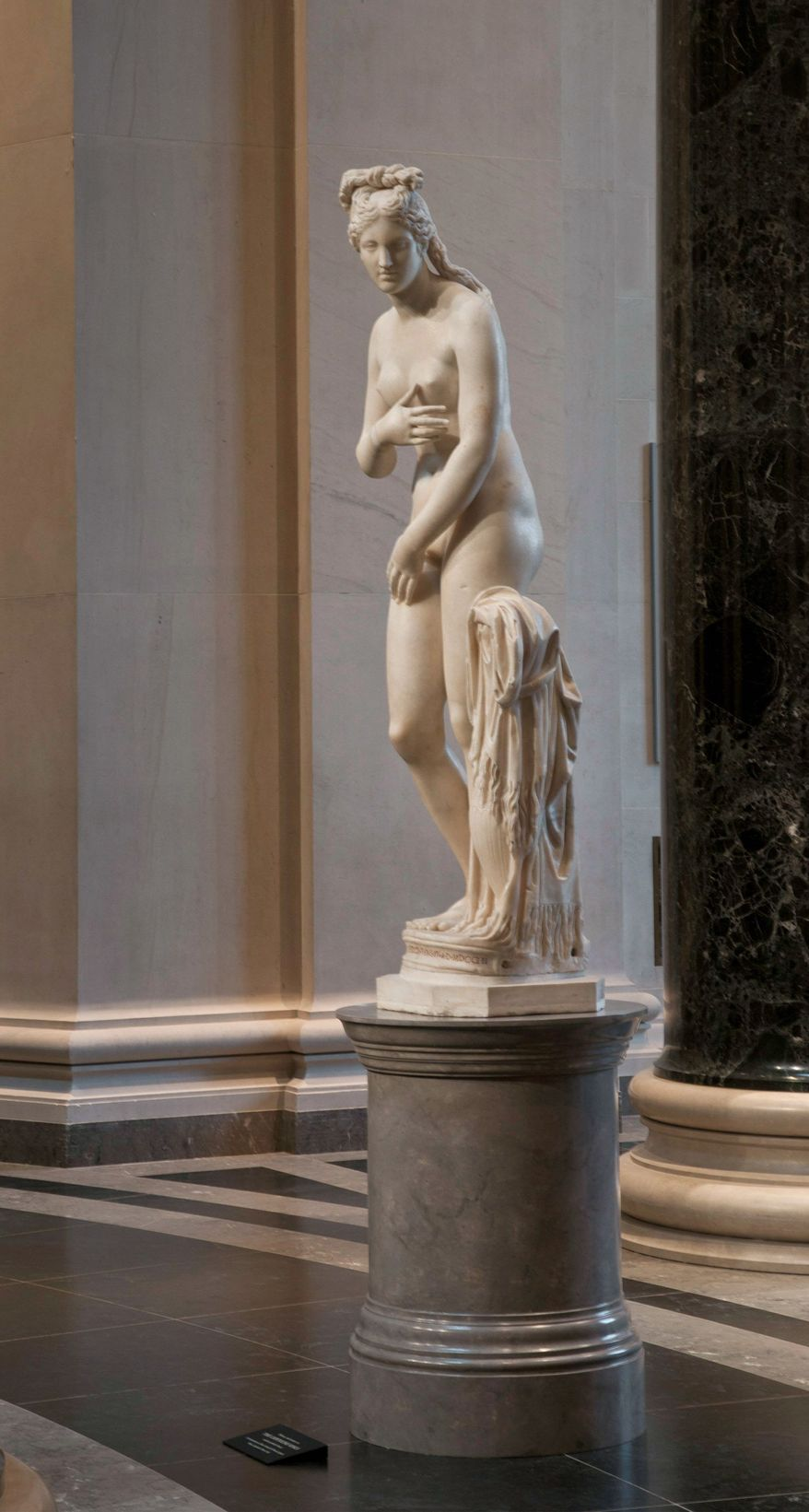 The 6-foot-tall Capitoline Venus, installed in the Rotunda of the West Building of the National Gallery of Art in Washington, will be on display until Sept. 5. The statue was excavated from the buried ruins of an ancient building in Rome in the 1670s and given to the Capitoline Museum by Pope Benedict XIV in 1752. (Photograph by Rob Shelley)