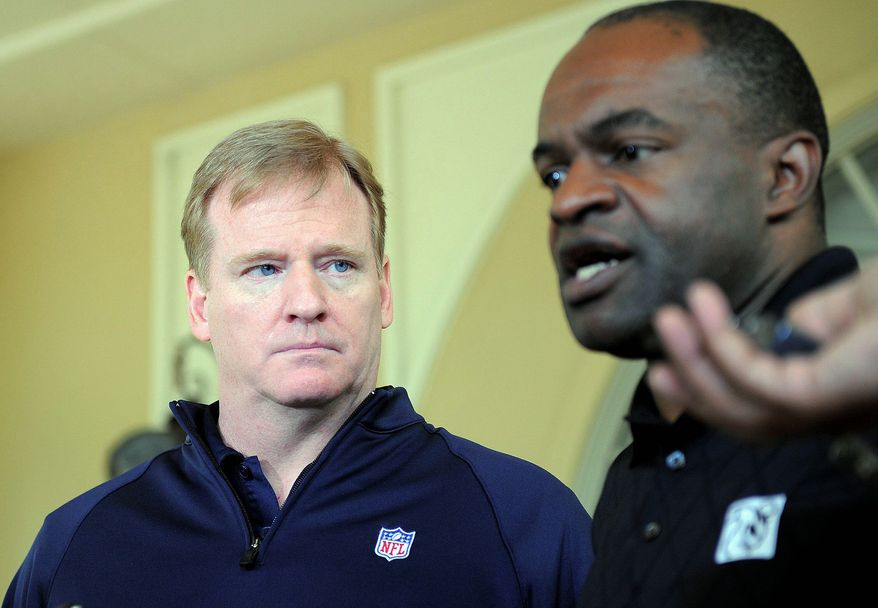 NFL Commissioner Roger Goodell (left) and NFLPA executive director DeMaurice Smith are slated to hold labor talks through Friday in Minneapolis.