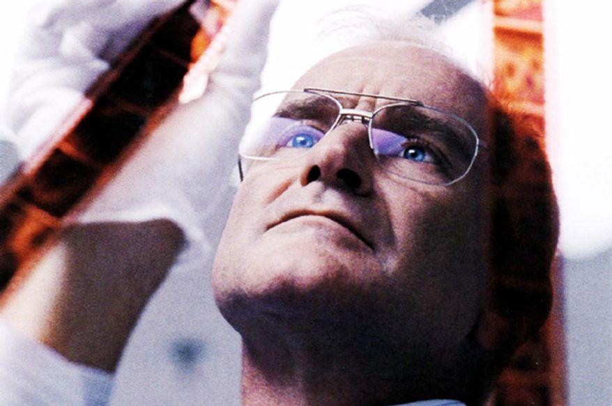 """Robin Williams goes off the deep end as a film processor who becomes a threat to a family whose pictures he develops in """"One Hour Photo."""""""