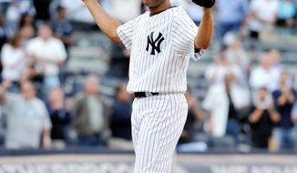 Yankees closer Mariano Rivera acknowledges the cheers of the crowd Monday after recording his record 602nd career save.