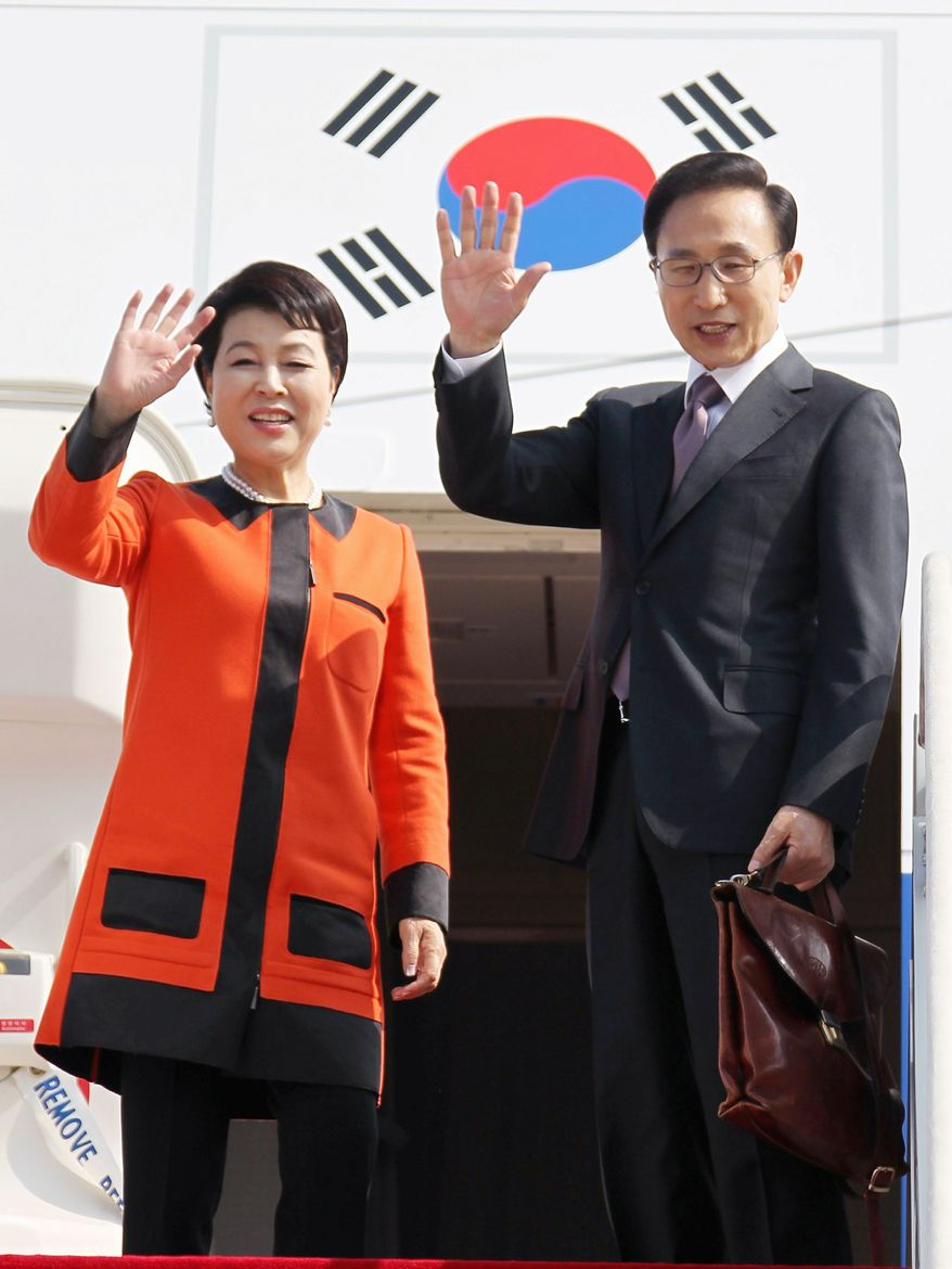 South Korean President Lee Myung-bak and first lady Kim Yoon-ok took off Tuesday for their five-day visit to the United States. (Associated Press)