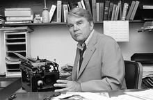 """FILE - In this August 1978 file photo, CBS News producer and correspondent Andrew Rooney poses for photos in his New York office. CBS says former """"60 Minutes"""" commentator Andy Rooney died at age 92. (AP Photo/Carlos Rene Perez, File)"""